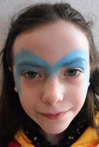 Eiskönigin Schminkvorlage zum Kinderschminken: Farbe auftragen